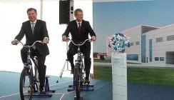 Губернатор крутил педали и «зажег» молекулу инсулина
