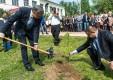Губернатор принял участие в экологической акции, приуроченной к Всероссийскому дню посадки леса