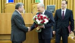 Анатолий Артамонов вручил медаль Виктору Бабурину