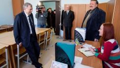 Губернатор поздравил калужских служителей науки с профессиональным праздником