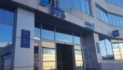 Клиенты ВТБ и Запсибкомбанка могут бесплатно снимать деньги в единой банкоматной сети