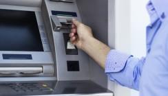 Клиенты ВТБ и Саровбизнесбанка могут бесплатно снимать наличные в своих банкоматах