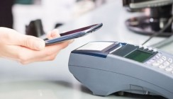 Клиентам ВТБ стала доступна оплата смартфоном с помощью Mir Pay